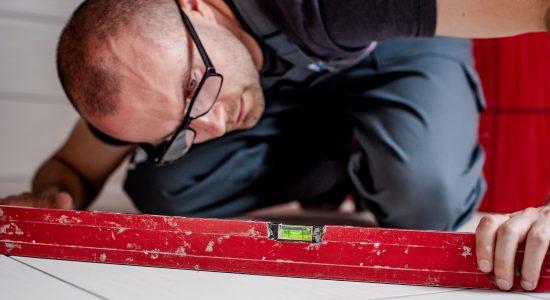 launceston-tiler-checking-floor-tiles
